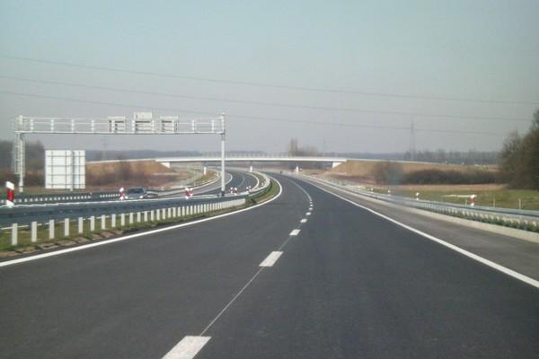 Egyelőre nem drágul az autópályák használati díja