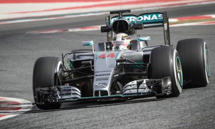 Kettős Mercedes-siker, Hamilton hét pontot faragott