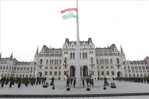 Magyarország tiszteleg és gyászol