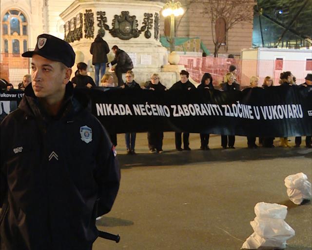 """<span class=""""entry-title-primary"""">Vajdaságnak törlesztenie kell Vukovárért és önmagáért</span> <span class=""""entry-subtitle"""">Beszélgetés Staša Zajovićtyal, a Nők feketében háborúellenes női mozgalom koordinátorával Vukovár szétrombolásának huszonötödik évfordulóján</span>"""