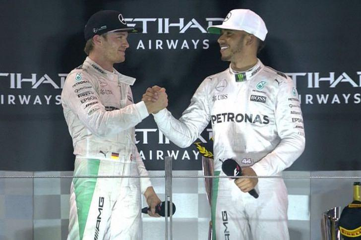 """<span class=""""entry-title-primary"""">F1 – Nico Rosberg a világbajnok</span> <span class=""""entry-subtitle"""">Hamilton taktikai hadviselése sem ingatta meg a német versenyzőt</span>"""