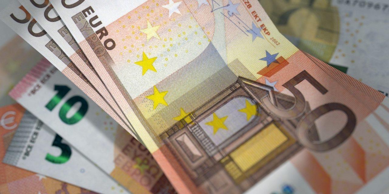 Takarékosság hete: Tízezer euró után 25 euró kamat