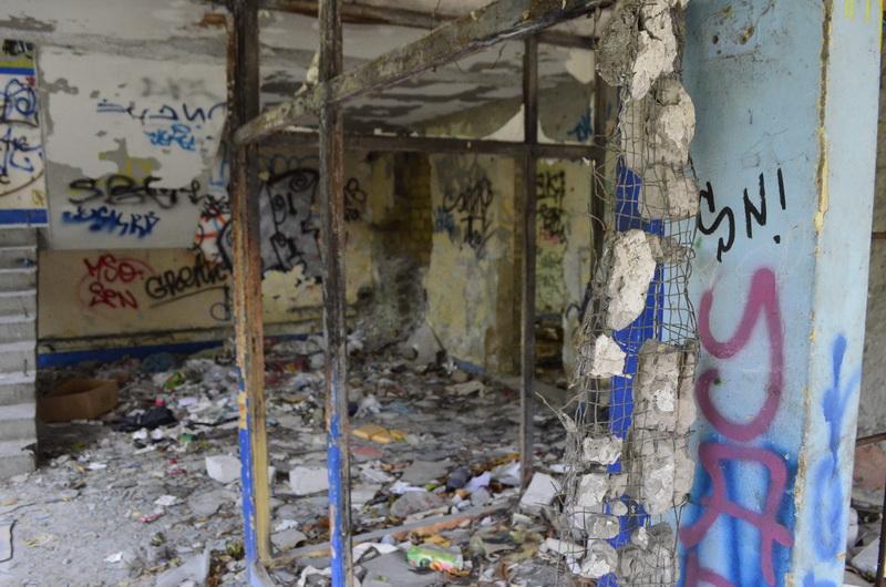 """<span class=""""entry-title-primary"""">Sugárúti gettó (VIDEÓVAL, FOTÓKKAL)</span> <span class=""""entry-subtitle"""">Szabadka központjában, a Zmaj iskola közelében egy elhagyatott drogtanya található</span>"""