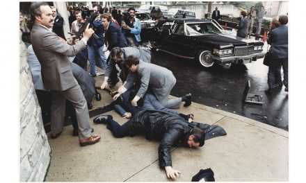 """<span class=""""entry-title-primary"""">""""Ma, elnök úr, mindannyian republikánusok vagyunk""""</span> <span class=""""entry-subtitle"""">A Taxisofőr kergette az őrületbe a merénylőt</span>"""
