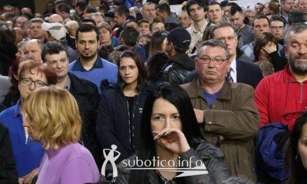 """<span class=""""entry-title-primary"""">Ismerős arcok Vučić szabadkai nagygyűlésén</span> <span class=""""entry-subtitle"""">A pártvezetéshez való lojalitás bizony olyan dolgokra viszi rá az embert, amit korábban nem is feltételezett volna magáról</span>"""