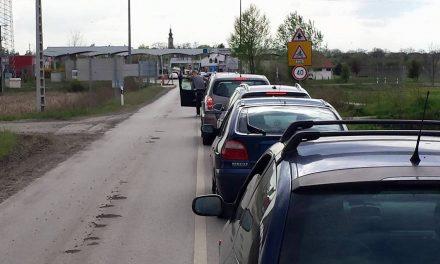 Várakozási bolondokháza a magyar-szerb határokon