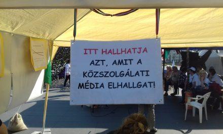 """<span class=""""entry-title-primary"""">Orbán Viktor lemondását követelik Budapesten (KÉPGALÉRIA)</span> <span class=""""entry-subtitle"""">""""Itt hallhatja azt, amit a közszolgálati média elhallgat""""</span>"""