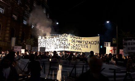 Mit kíván az utcán tüntető tömeg?