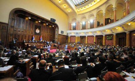 Gojković nem engedi be a tüntetőket a szkupstinába