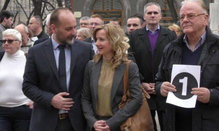 """<span class=""""entry-title-primary"""">Aleksandar Vučić hatalma nem képes javulni, ezért le kell őt váltani</span> <span class=""""entry-subtitle"""">Saša Janković: Egyetlen párt ragadta magához a hatalomgyakorlást, az állami intézményeket pedig saját érdekeinek rendelte alá</span>"""
