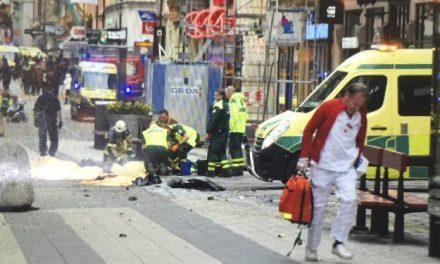 """<span class=""""entry-title-primary"""">Gázolásos terrortámadás Stockholmban</span> <span class=""""entry-subtitle"""">Többen megsérültek, a jelentések egyelőre három halálos áldozatot említenek</span>"""