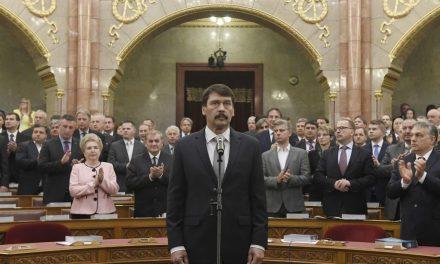 """<span class=""""entry-title-primary"""">Áder János letette az esküt</span> <span class=""""entry-subtitle"""">Magyarország államfője drámai mértékűnek nevezte a politikai közbeszéd állapotának romlását</span>"""