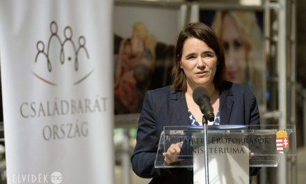 2018-tól a határon túli magyarok is megkaphatják a magyarországi anyasági támogatást