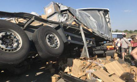 Vonat elé szaladt egy szerb kamion Magyarországon (KÉPGALÉRIÁVAL)