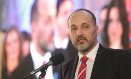 Janković mozgalma: A dölyfös viselkedés eredménye a csőd