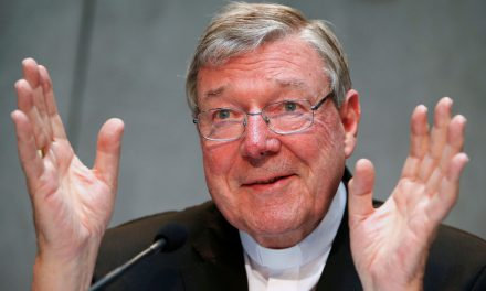 Pedofília miatt vádat emeltek a Vatikán kincstárnoka ellen