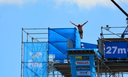 """<span class=""""entry-title-primary"""">Bemutatkozott a vizes világbajnokság leglátványosabb sportága – KÉPEK</span> <span class=""""entry-subtitle"""">Óriás toronyugrással fejeződik be a budapesti eseménysorozat</span>"""