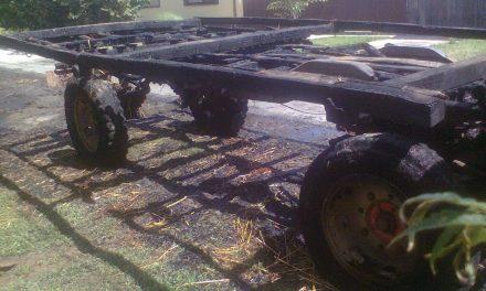 Magyarkanizsa: Felgyújtották a szalmával megrakott pótkocsit, majd elmentek bulizni