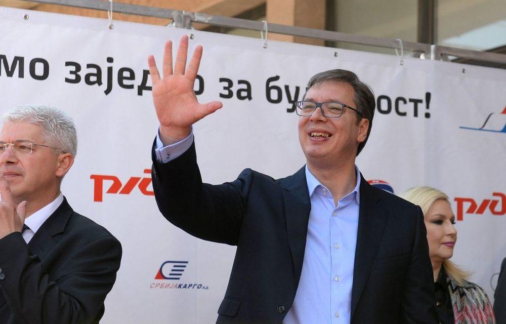 Vučić minden eddiginél nagyobb fizetéseket és nyugdíjakat ígér