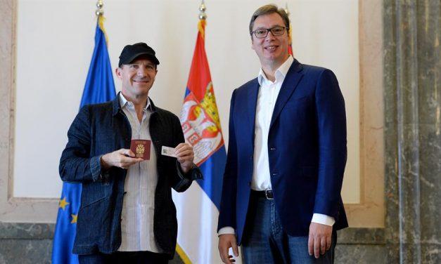 Ralph Fiennes megkapta a szerb útlevelet