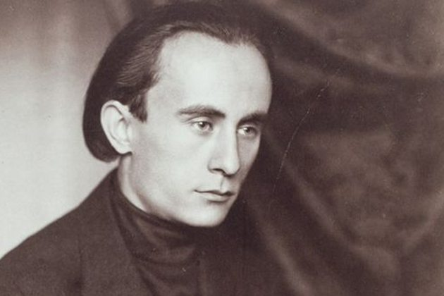 "<span class=""entry-title-primary"">100</span> <span class=""entry-subtitle"">Kassák Lajos verse</span>"