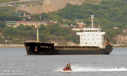 """<span class=""""entry-title-primary"""">Bolygóvá tett észak-koreai hajók</span> <span class=""""entry-subtitle"""">Az ENSZ négy teherhajó kikötését tiltotta meg világszerte</span>"""