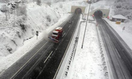 """<span class=""""entry-title-primary"""">Káoszt okozott a havazás Szlovéniában és Horvátországban</span> <span class=""""entry-subtitle"""">Több baleset is történt a rendkívüli időjárás miatt</span>"""