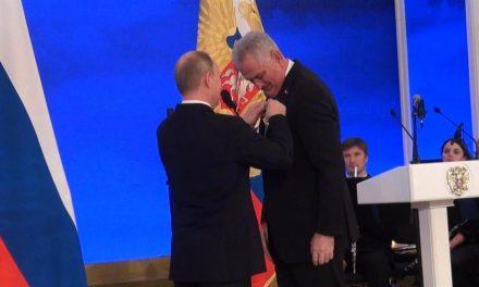 Putyin kitüntette Tomislav Nikolićot