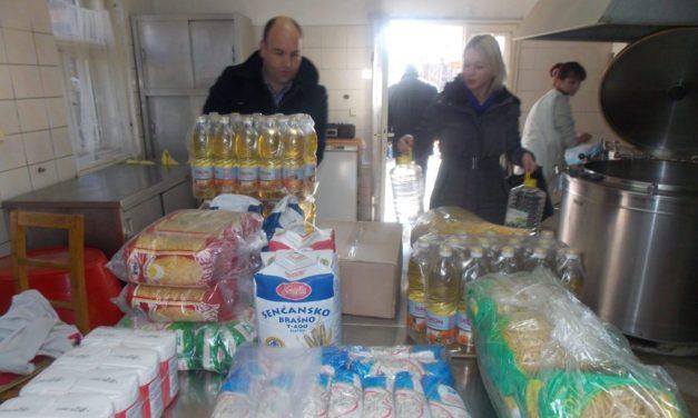 Élelmiszeradomány a zentai népkonyhának