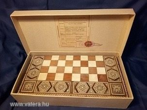Hétszázezer forintért kelt el Kádár János sakk-készlete