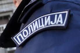 Fegyveres rablás, összetört rendőrautó, hallgatag rendőrség