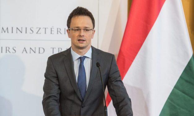 Szijjártó: Viharos évet zárnak a magyar nemzeti kisebbségek