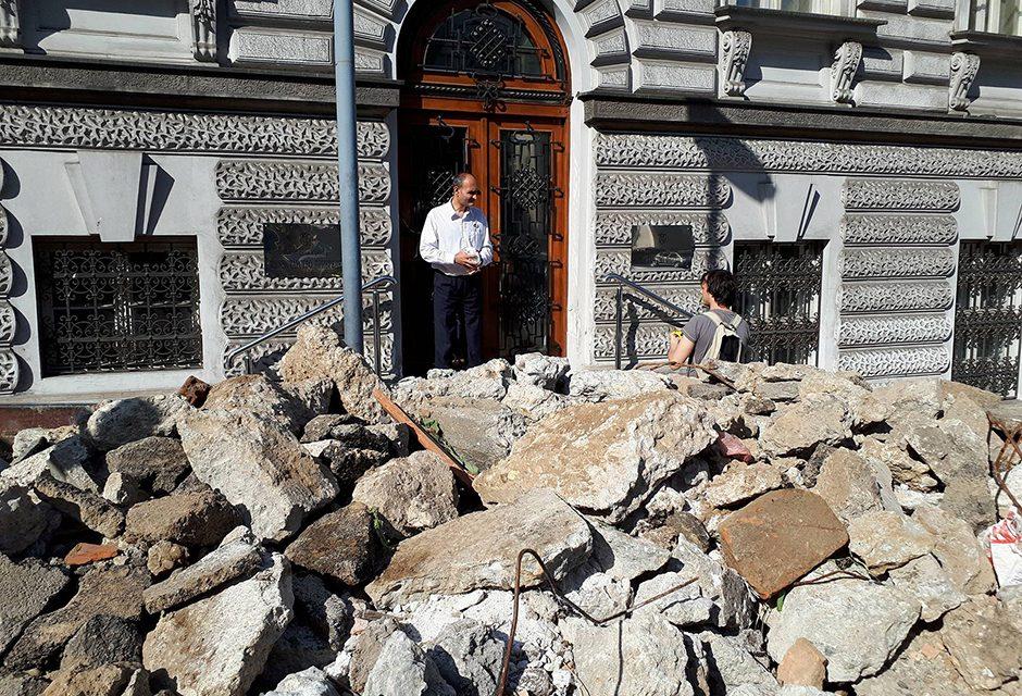 Savamalai bontási törmeléket szórtak a minisztérium elé