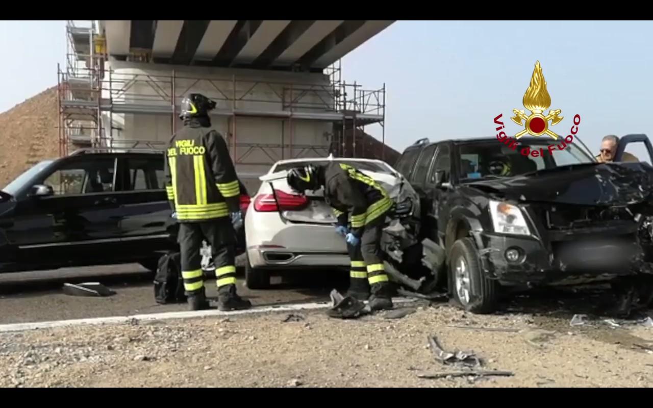 513638c75a Több mint száz autó karambolozott egy olasz autópályán (Videó ...