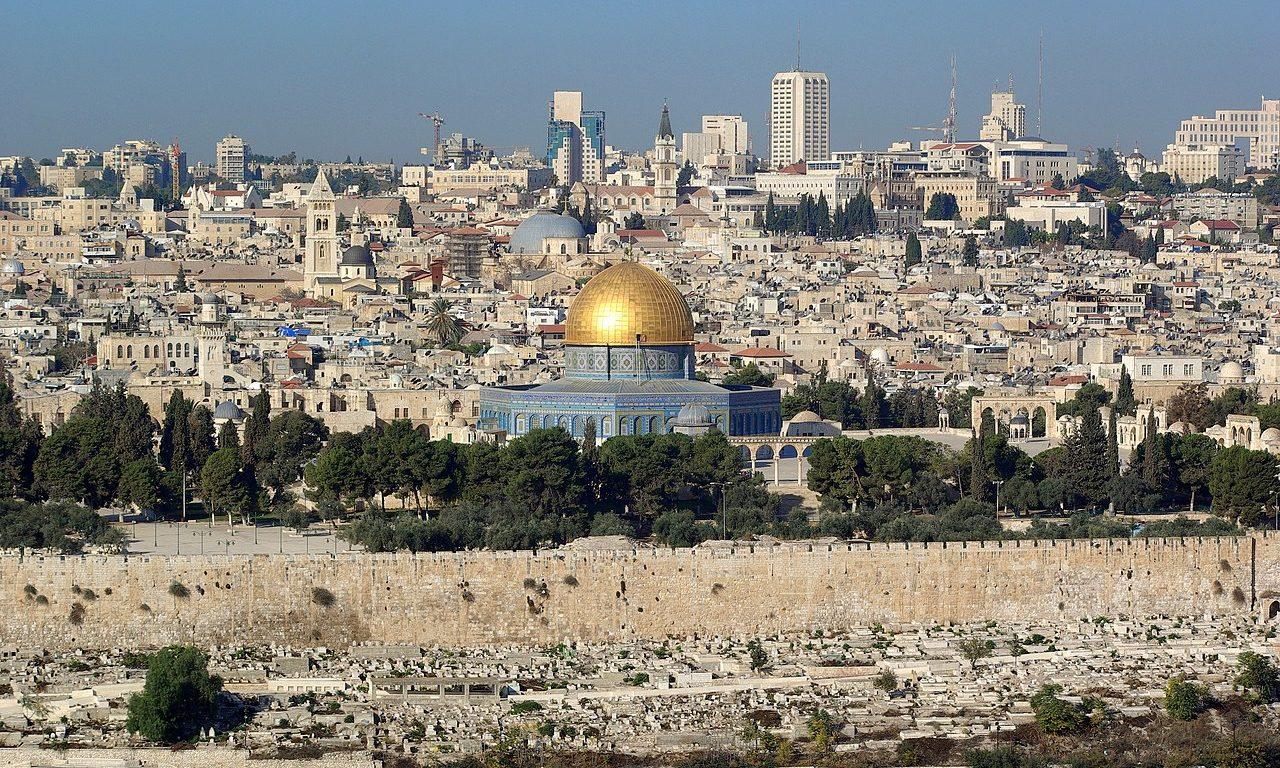 Rakétatámadás érte Jeruzsálemet, kiürítették a Knesszetet