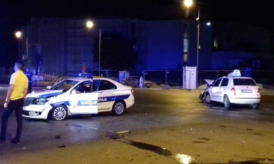 Rendőrkocsi ütközött taxival Újvidéken